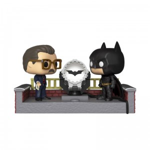 Figurka Pop! Batman with Light Up Bat Signal (Movie Moment) - DC Comics